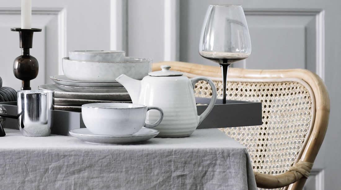 Broste Copenhagen Nordic Sand cappuccino kop en schotel met theepot
