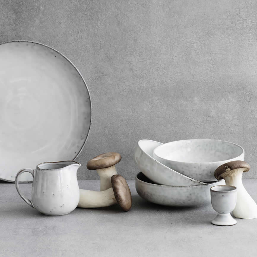 Broste Copenhagen Nordic Sand 17cm diepe borden met melkkannetje